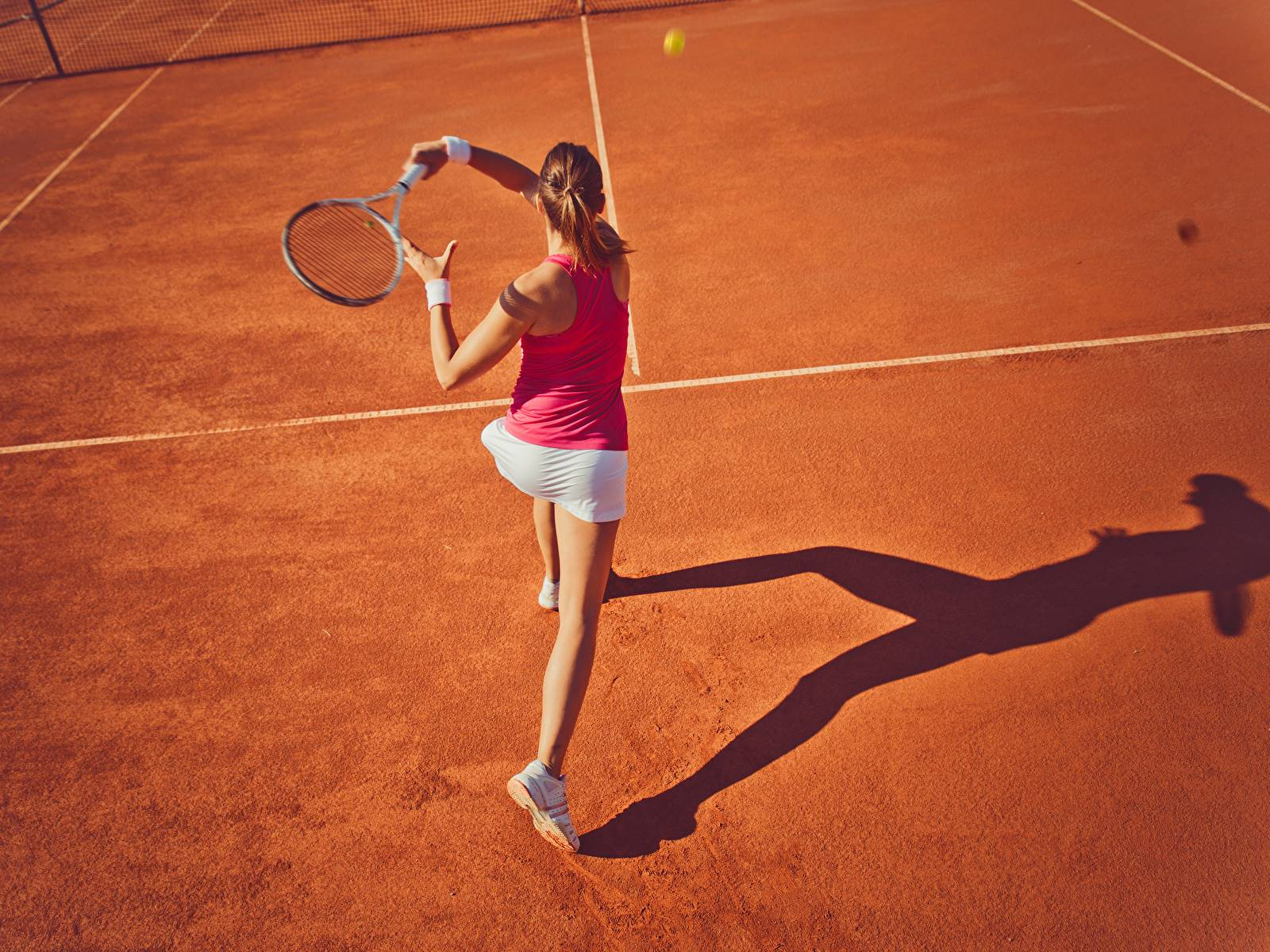 Tennis_Brown_haired_Back_view_Workout_551545_1600x1200.jpg